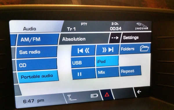 CarPro displays iPhone song info